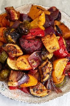 Scrumptious Roasted Vegetables -Scrumptious Roasted Vegetables - The best oven roasted vegetables ever! Made quickly and effortlessly. Every vegetable is cooked to perfection. Roasted Vegetable Recipes, Roasted Root Vegetables, Roasted Beets, Veggie Recipes, Vegetarian Recipes, Cooking Recipes, Healthy Recipes, Vegan Vegetarian, Grilled Vegetables Oven
