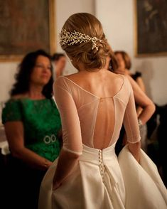 Classic elegance from @queridavalentina. #weddingdress #weddinghair #oncewedstyle