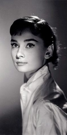 Booktopia has Audrey Hepburn, Portraits of an Icon by Terence Pepper. Buy a discounted Hardcover of Audrey Hepburn online from Australia's leading online bookstore. Hollywood Glamour, Hollywood Stars, Classic Hollywood, Old Hollywood, Divas, Katharine Hepburn, Fair Lady, Classic Beauty, Belle Photo