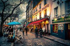Place du Tertre à Montmartre, Paris 18e (closest to Métro Abbesses, Paris 18e, M12)