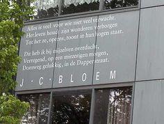 J.C.BLOEM:DOMWEG GELUKKIG IN DE DAPPERSTRAAT LOCATIE LINNEAUSSTRAAT - Amsterdam