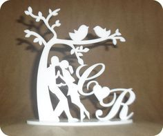 Topo de bolo em acrilico branco, fazemos qualquer inicial. Pvc Pipe Crafts, Diy And Crafts, Paper Crafts, House Wall Design, 3d Puzzel, Wine Glass Designs, Wood Table Design, Laser Cutter Projects, Scroll Saw Patterns Free