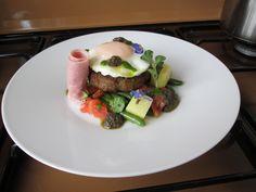 Hamburger di manzo  alla Bismarck con fagiolini olive  e patate/ Gino D'Aquino