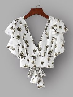 Shop Foliage Print Tie Back Crop Blouse online. SHEIN offers Foliage Print Tie Back Crop Blouse & more to fit your fashionable needs. White Ruffle Blouse, Ruffle Top, Casual Outfits, Cute Outfits, Vetement Fashion, Crop Blouse, Tie Blouse, Blouse Online, Mode Style