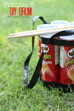 Upcycled Pringles Can DIY Drum. Fun kids activity for the summer. Drums For Kids, Drum Lessons For Kids, Music For Kids, Earth Day Projects, Projects For Kids, Diy For Kids, Crafts For Kids, Science Projects, Diy Drums