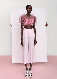 "Model: Zuid-Sudanese Nykhor. Fotografe: Kasia Bielska. Styling: Jessie Cohan. Zo mooi, Nykhor word door fotografe Kasia Bielska vastgelegd in de edititorial voor ""The Lab magazine"" genaamd ""Nykhor in Bloom""."
