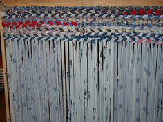 How to make a rag rug. Love these, and the idea of warp with fabric......wahooo!