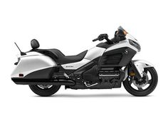 The 2016 Gold Wing F6B uses technology gathered from our own Honda Gold Wing, a bike that's set the standards in Luxury Touring for the last 40 years.