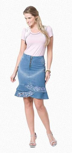 Modelos de Saias Evangélicas Jeans para Jovens e Senhoras Skirt Pants, Jeans Dress, Jean Skirt, Denim Skirt, Denim Jeans, Jean Crafts, Skort, Ruffles, Womens Fashion