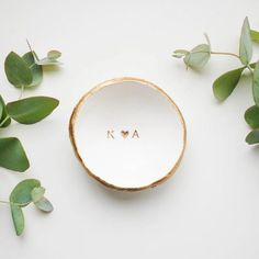 Emmaline Bride - Handmade Wedding Blog If you have a shiny new ring on your finger, you DO have a jewelry dish to set it in… right? Wait, what? You don't?! Well, let's fix that! You… Handmade Wedding Blog