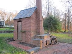 Built Like a Brick Smokehouse (and an awesome pizza oven too!) Q-talk Build A Smoker, Diy Smoker, Homemade Smoker, Outdoor Smoker, Outdoor Oven, Outdoor Cooking, Backyard Smokers, Outdoor Kitchens, Smoke House Plans