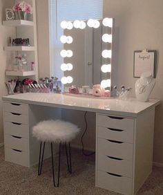 "Impressions Vanity Co. on Instagram: ""Rosey perfection @dianitalopez8 pairs together the perfect pieces with her #ImpressionsVanityGlowXL for a beautifully romantic vanity station. ➔ Ever been confused on what bulbs to pick? Or not sure what lighting is best for makeup application? Find out! #OnTheBlog https://impressionsvanity.com/posts/theperfectlighting/"""