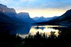 Glacier National Park in Montana has a stunning view and campgrounds available for you and your family. #nationalpark.