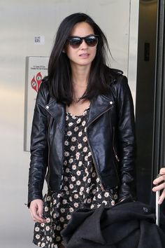 Olivia Munn Wayfarer Sunglasses - Fashion Lookbook - StyleBistro
