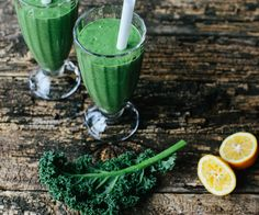 This Green Smoothie recipe is packed full of the goodness of Kiwifruit, Spinach and Kale, with a dash of organic Half & Half milk to make it extra creamy and delicious. Healthy Green Smoothies, Green Smoothie Recipes, Juice Smoothie, Breakfast Smoothies, Smoothie Drinks, Fun Foods To Make, Food To Go, Healthy Food Options, Healthy Recipes