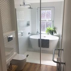 A small bathroom can look stylish and feel spacious whilst being perfectly practical. Here are our small bathroom ideas to help make your space feel bigger. Small Bathroom With Tub, Small Bathroom Layout, Bathroom Tub Shower, Family Bathroom, Wet Room With Bath, Bathroom Ideas White, Small Bathroom Designs, Bathroom With Shower And Bath, Shower Bath Combo