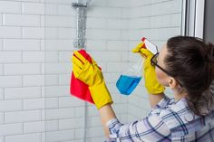 ほんとは秘密にしておきたい♡掃除の裏技テクニック15連発 - LOCARI(ロカリ) Clean Up, Outdoor Decor, Happy, Mold In Bathroom, Floor Cloth, Aerosol Paint, Cleaning Hacks, Vinegar, Water