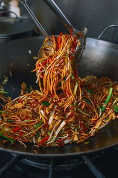 Chicken Lo Mein, by http://thewoksoflife.com /woks/