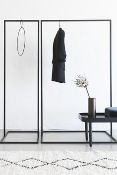 Clothes Rack Black - Small - Clothes Rack Small – minimalistisk og stabilt garderobestativ fra MALLING LIVING Source by - Rack Design, Store Design, Small Wardrobe, Wardrobe Rack, Metal Clothes Rack, Hanging Clothes Racks, Clothing Racks, Wardrobe Solutions, Boutique Decor