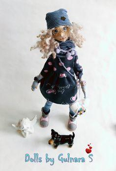 Текстильная кукла. Авторская работа Милая и романтичная девочка, с роскошными перламутровыми натуральными кудрями овцы английской породы венслидейл, немного волшебная . Сапожки из натуральной кожи , сделаны мной, платье и сумочка расшиты бисером . Ножки и ручки гнуться, сидит и стоит самостоятельно , украсит любую полочку. Повтор не в...