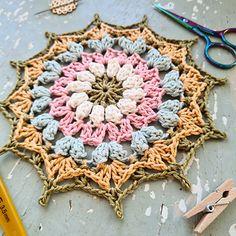 The Mini Spring Mandala is the little friend of the Spring Sensation Mandala. Crochet Mandala, Mandala Pattern, Crochet Doilies, Yarn Organization, Camilla, Crochet Projects, Ravelry, Dream Catcher, Free Pattern