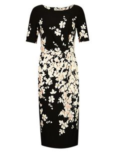 Buy the Slash Neck Floral Shift Dress from Marks and Spencer's range. Shift Dress Outfit, Dress Outfits, Fashion Outfits, Fashion 2014, Maxi Styles, Classy Outfits, Well Dressed, Floral Prints, Girls Dresses