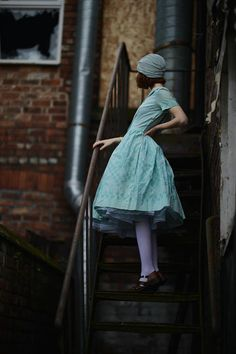 Beautiful blue dress, tights, shoes, and hat. Mode Chic, Mode Style, Style Me, Pretty Outfits, Beautiful Outfits, Gorgeous Dress, Aquamarine Dress, Fashion Mode, Womens Fashion