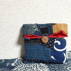 Japanese Boro sashiko pouch, made from vintage Boro kasuri material and is hand-sewn. It closes with a handmade wooden (Japanese ash wood) button. Materials: Kasuri, Aizome, Katazome, Ikat, Indigo, Wood, Cotton, Kilt cotton. Length: 22 cm, ( 8.6 inc ) Width: 16 cm, ( 6.2 inc ) Depth: 4 cm, ( 1.5 inc ) Button: 2.5 cm, ( 0.9 inc )