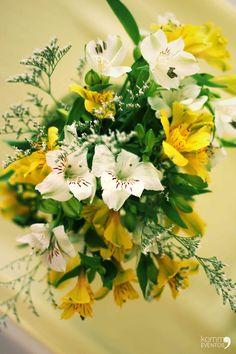 #flower #flores #centerpieces #centrosdemesa #amarillo centros de mesa para tu #boda #wedding checked  our website www.kommaeventos.com.uy