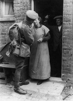 Private F.E Henningham leaves for sevice in the British Army during World War I, circa 1916. (Photo by F. J. Mortimer/Hulton Archive/Getty Images)