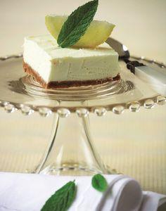 drosero glyko me rawma lemoni Pie Recipes, Dessert Recipes, Easy Desserts, Food Dishes, Chocolate Cake, Panna Cotta, Sweet Tooth, Cheesecake, Food And Drink