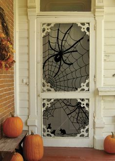 The Best 35 Front Door Decorations For This Halloween Spooky Halloween, Deco Porte Halloween, Halloween Veranda, Halloween Front Doors, Theme Halloween, Halloween Home Decor, Holidays Halloween, Halloween Crafts, Halloween Porch
