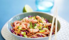Asiatisk wok med reker Wok, Quesadilla, Asian Style, Guacamole, Pasta Salad, Cabbage, Vegetables, Healthy, Ethnic Recipes