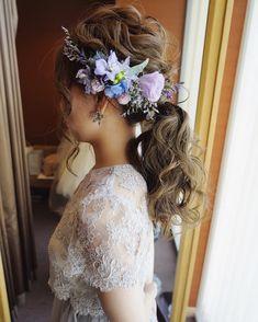 こんばんは〜 前回のブログもたくさんの方がみてくださり 感謝です 前回の最後に言いました 次はドレスの話と はい 言いました さっ! 今日はお花の話します〜 気分屋です 本当にすみません さてさて先日の花嫁様のスタイルはみてくれましたか? こちら⇩ こちらのお花がヘアスタイルに装着されるまでの 簡単な導線をお話しします まずお花は 会場様に入ってるフローリストさんが用意してくれます ↑ここすごく大事 うん当日に『ヘッドパーツ用のお花お持ちしました〜』と フローリストさんが来てくれますが ナンテコッタ オハナノバランスガワルスギル・・・ ツカエナイ・・・... Wedding Looks, Green Wedding, Charming Eyes, Wedding Bubbles, Head Accessories, Asian Hair, Fashion Face, Bridesmaid Hair, Headdress