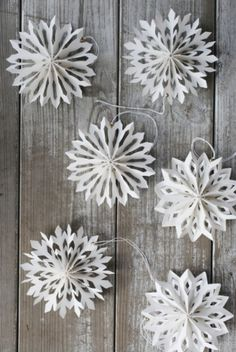 DIY Inspiration for Winter Decor: snowflake decor for the festivities. Also nice after Christmas + DIY-Inspiration für Winter Decor: snowflake decor for th Diy Christmas Snowflakes, Noel Christmas, Winter Christmas, Snowflake Garland, Christmas Fireplace, Christmas Quotes, Cheap Christmas, Origami Christmas Star, Snowflake Party