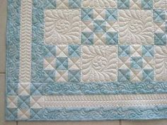 Love this, simple Irish chain patchwork with elaborate quilting. Machine Quilting Patterns, Easy Quilt Patterns, Longarm Quilting, Free Motion Quilting, Quilting Projects, Quilting Ideas, Stitch Patterns, Amische Quilts, Blue Quilts