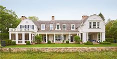 A Historicaly Inspired Dutch Colonial by Gil Schafer - The Glam Pad Dutch Colonial Exterior, Dutch Colonial Homes, New Jersey, Brooklyn, Gambrel Roof, New York, Residential Architecture, Architecture Design, Architecture Board