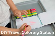 Long road trip with #kids coming up? Make this coloring station to keep them occuppied without a big mess. All you need: baking sheet, magnets, art supplies! (Thanks for pinning, @Kimberly Mundala)