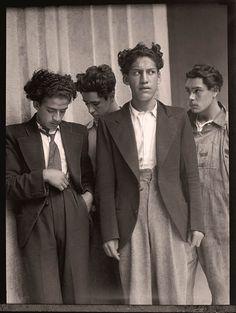 Jóvenes Noctámbulos (Young Nightclubbers). Mexico City. 1935.   ph: Agustín Víctor Casasola