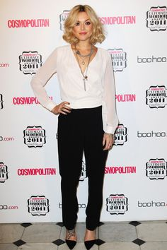 Fearne Cotton goes for minimalism and pairs her white wrap top with a pair of smart black trousers. Lovely! #wrap #top
