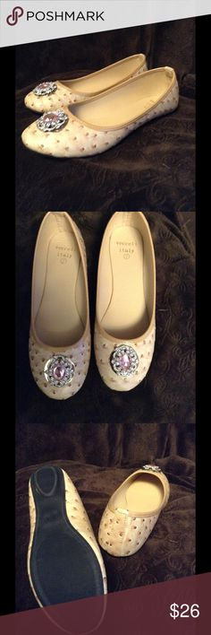 Beige Ostrich Flat Super cute! Beige Ostrich flat shoes size 7. Pretty embellished top. Made in Italy. Vecceli Shoes Flats & Loafers