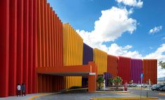 Image 1 of 40 from gallery of Teletón Infant Oncology Clinic / Sordo Madaleno Arquitectos. Photograph by Jaime Navarro Unusual Buildings, Colourful Buildings, Hospital Architecture, Architecture Photo, Dream Home Design, House Design, Mexico Culture, Building Exterior, Best House Plans