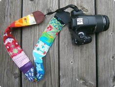 Kameraband aus Stoff- und Lederresten sowie Vorhang / Camera strap made from scraps of fabric and leather plus old curtain / Upcycling