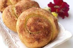 Tasty sweet buns with tahini and cinnamon. Healthy Snaks, Bread Recipes, Cooking Recipes, Bread Shaping, Greek Desserts, Sweet Buns, Apple Crisp, Tahini, Food And Drink
