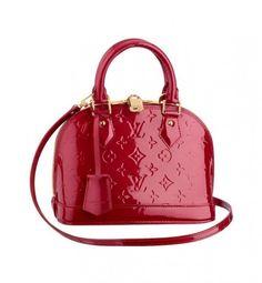 Conoce algunos bolsos low cost clonados de marcas de moda de lujo.  #marcas #bolsos #moda #lujo #rojo #louisvuitton