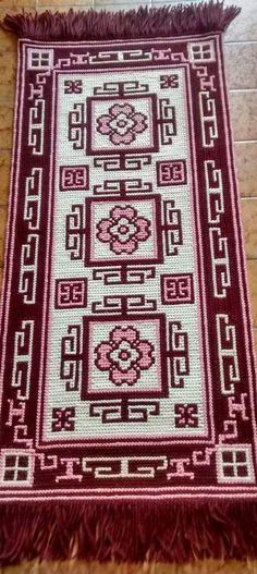 Rugs On Carpet, Mosaic, Bohemian Rug, Crochet, Crafts, Craft Ideas, Diy And Crafts, Magic Carpet, Craftsman Decor