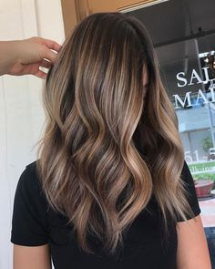 Are you going to balayage hair for the first time and know nothing about this technique? We've gathered everything you need to know about balayage, check! Brown Hair With Blonde Highlights, Balayage Brunette, Hair Color Balayage, Beige Blonde, Blonde Brunette, Blonde Honey, Chunky Highlights, Brown Hair Foils, Brown Highlighted Hair