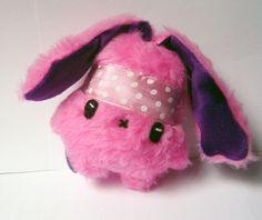 Fluse :Kleiner Bunny- Hippie Hase Lina  aus hochwertigem Kuschel -Plüsch,Fell-Imitat in Pink Lila mit Stirnband. ! Einzelstück!Unikat! Nach eigener Vo