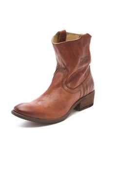 9bd8c5dcfae 80 Leather Boots for Fall 2013 - Women s Designer Fall Boot Guide - ELLE  Frye Boots