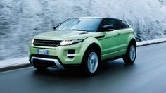 The mint green Range Rover Evoque looks great in contrast to the snow, don't you think? Prestige Car, Car Experience, Range Rover Evoque, Funny Cars, Zoom Zoom, Car Humor, Future Car, Aston Martin